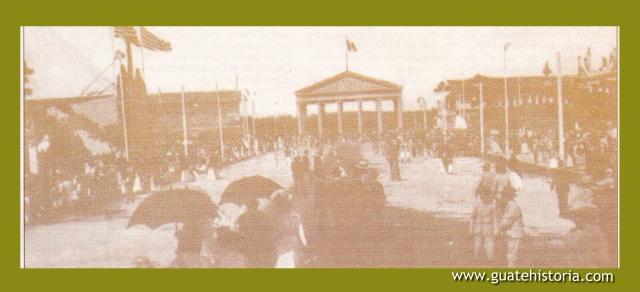 ENTRADA A LA FERIA, EN EL FONDO TEMPLO DE MINERVA 1910