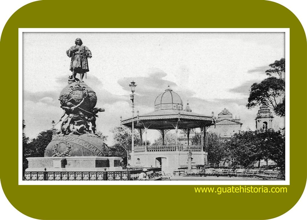 La estatua dedicada a Cristóbal Colón en el Parque Central de ciudad Guatemala
