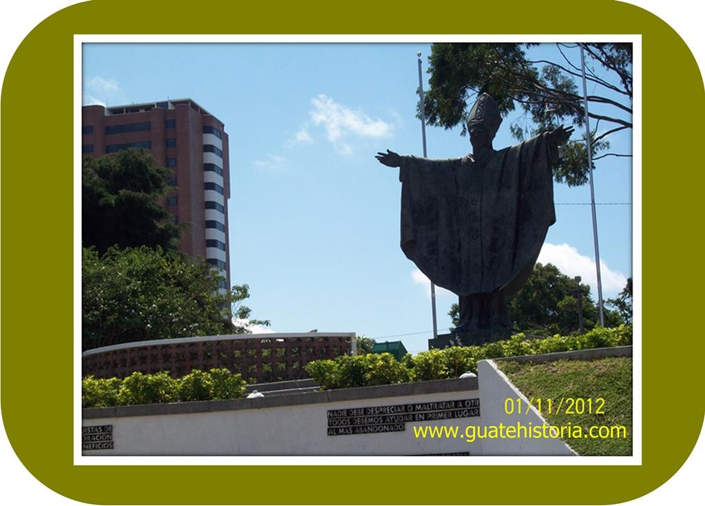 MONUMENTO AL PAPA JUAN PABLO II 2012
