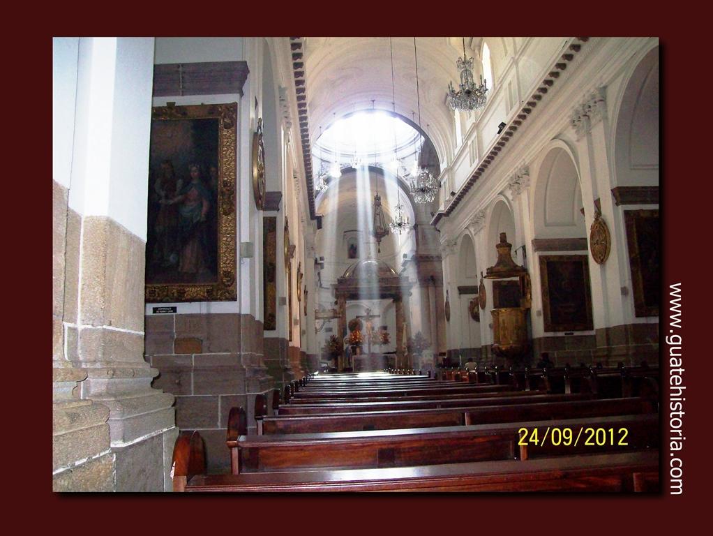 Nave central de la Santa Iglesia Catedral Metropolitana (24 9 2012)
