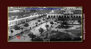 A la izquierda de la imagen se ve el Portal del Comercio, al frente el Palacio de gobierno
