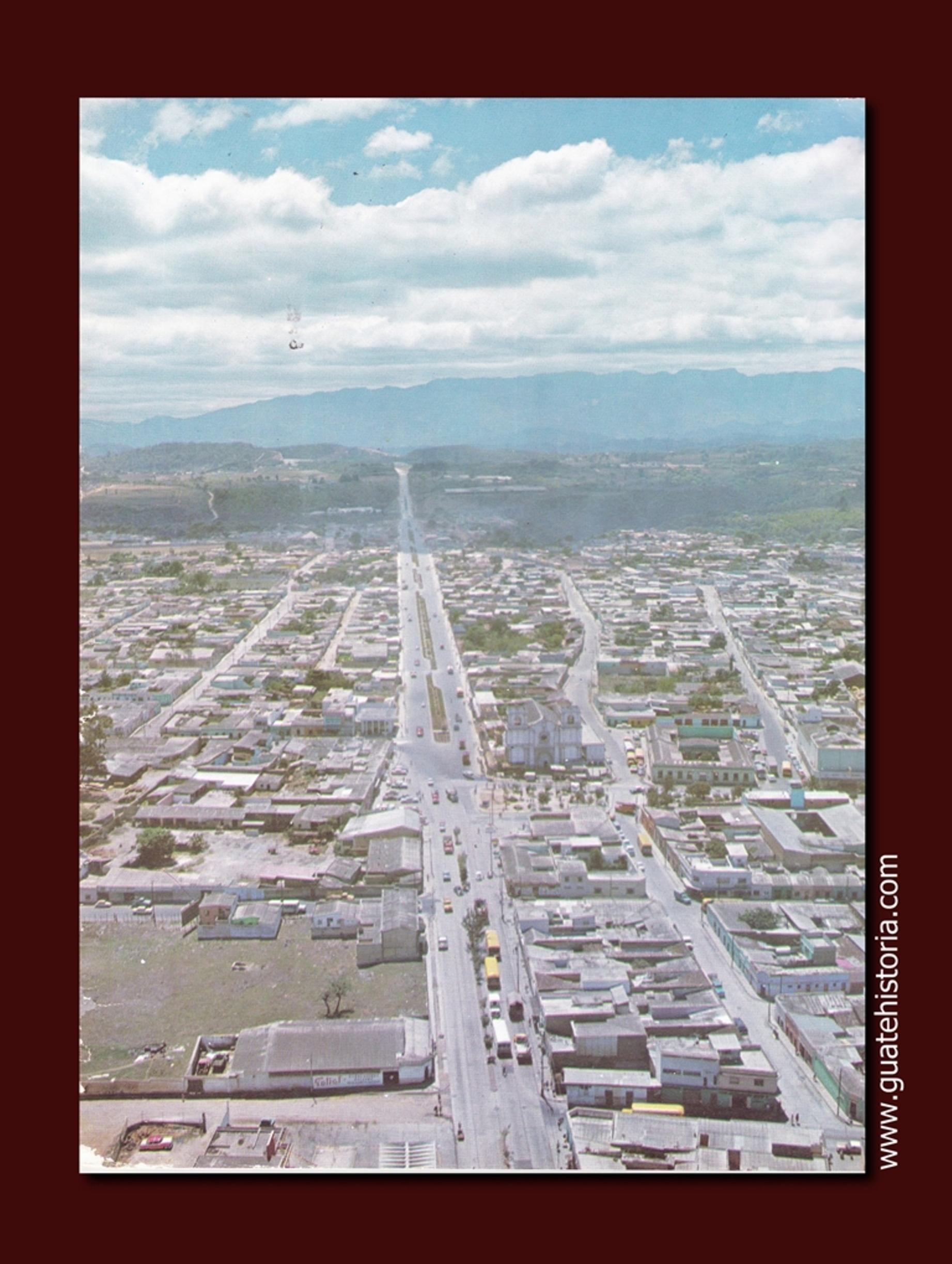 """Vista aérea de la Calzada """"José Milla y Vidaurre"""""""