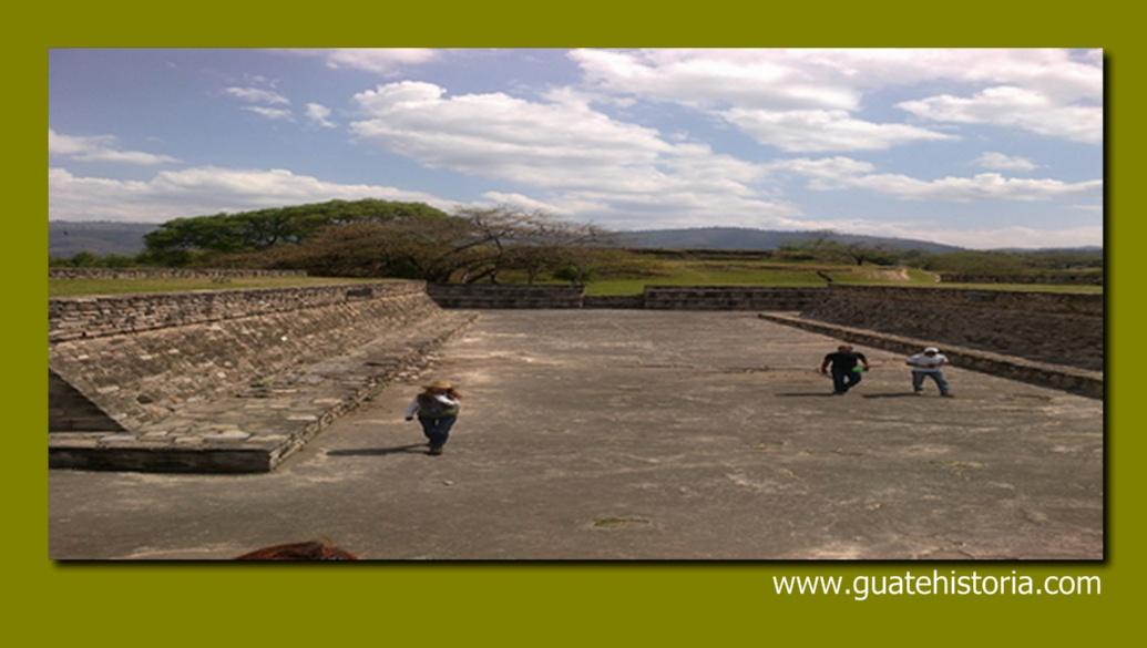 Excavaciones con fines arqueológicos en Mixco Viejo